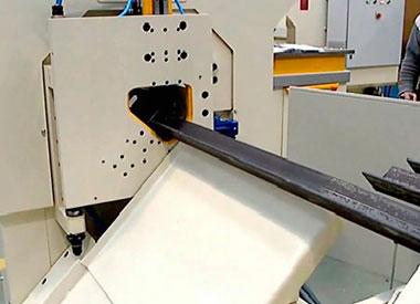 Punzonado, corte y marcado de ángulos con maquina CNC